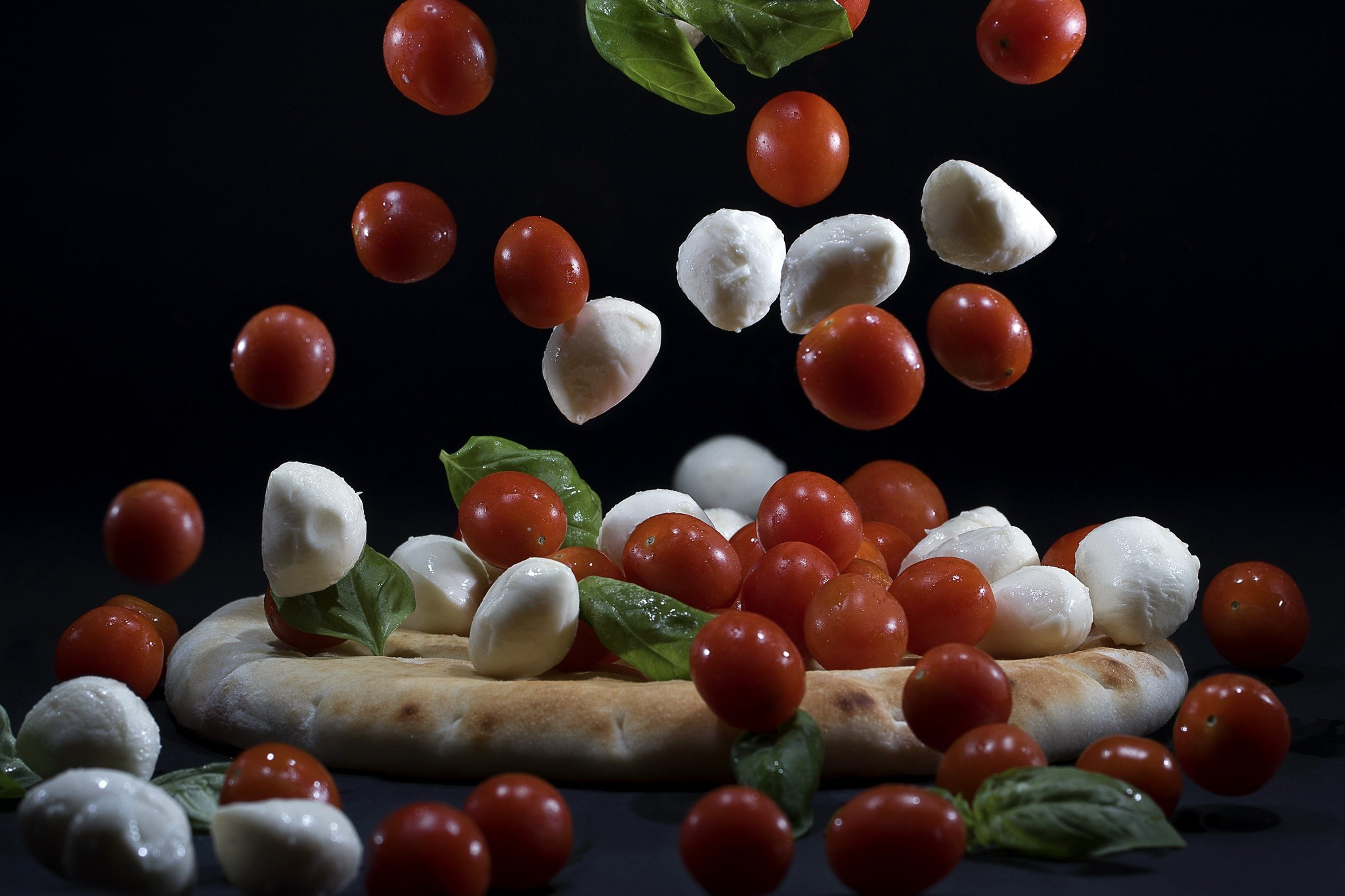 pizza mozza tomato